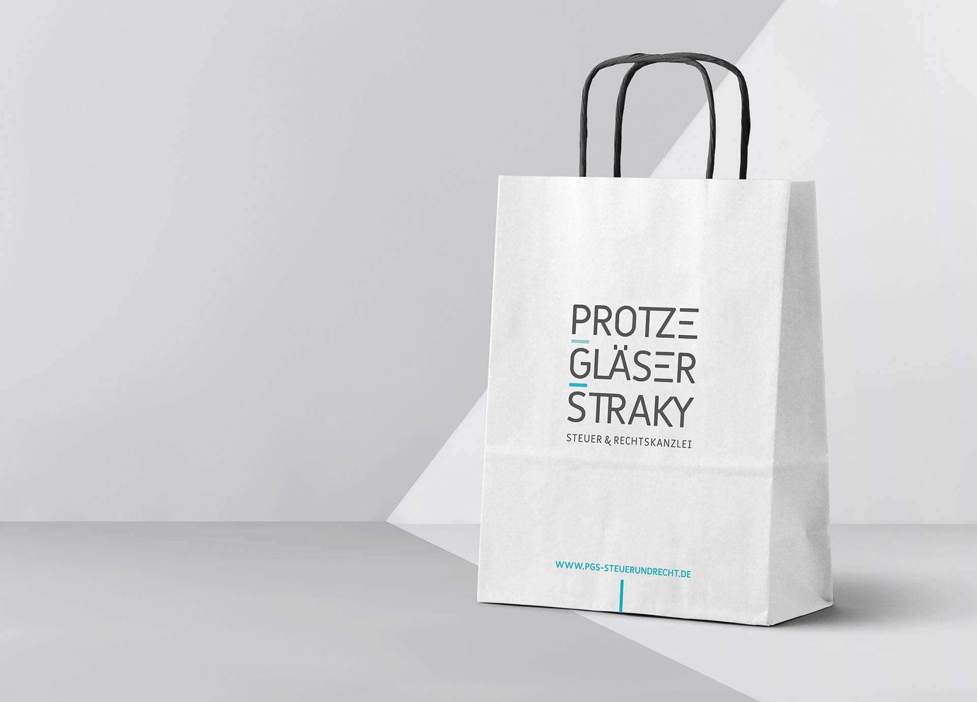 Corporate Design der Steuerkanzlei aus Frankfurt mit Aktenpapiertasche Design